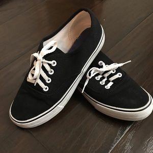 Black comfortable shoes